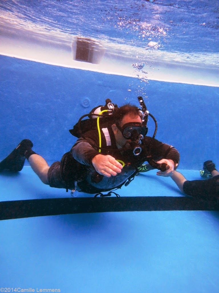 PADI IDC, confined water, neutral bouyancy