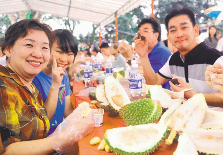 MEET AND EAT: The Thomson Hills Neighbourhood Committee held a durian party attended by over 500 residents.