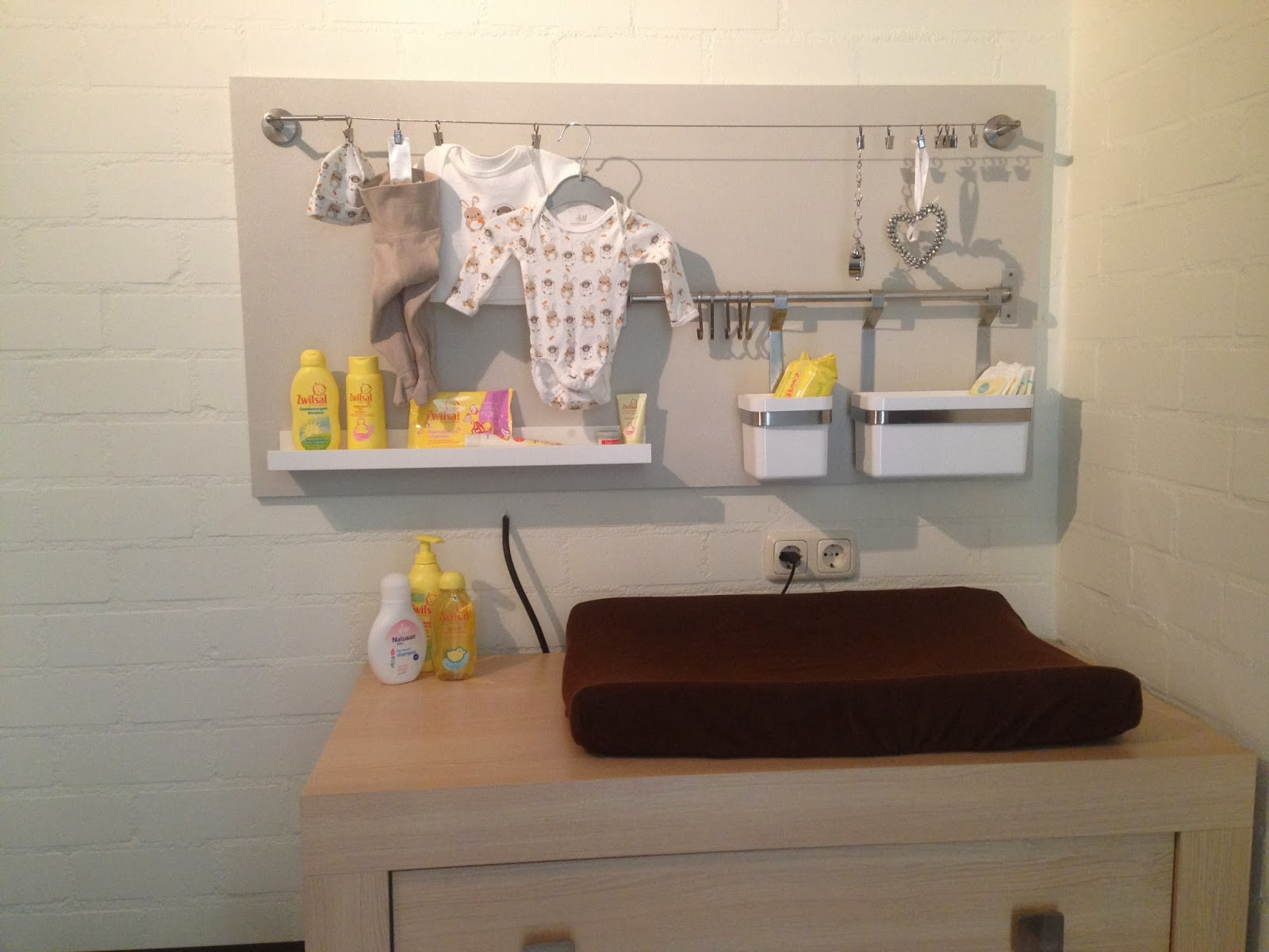 Crea mama babybord voor boven de commode for Commode plank