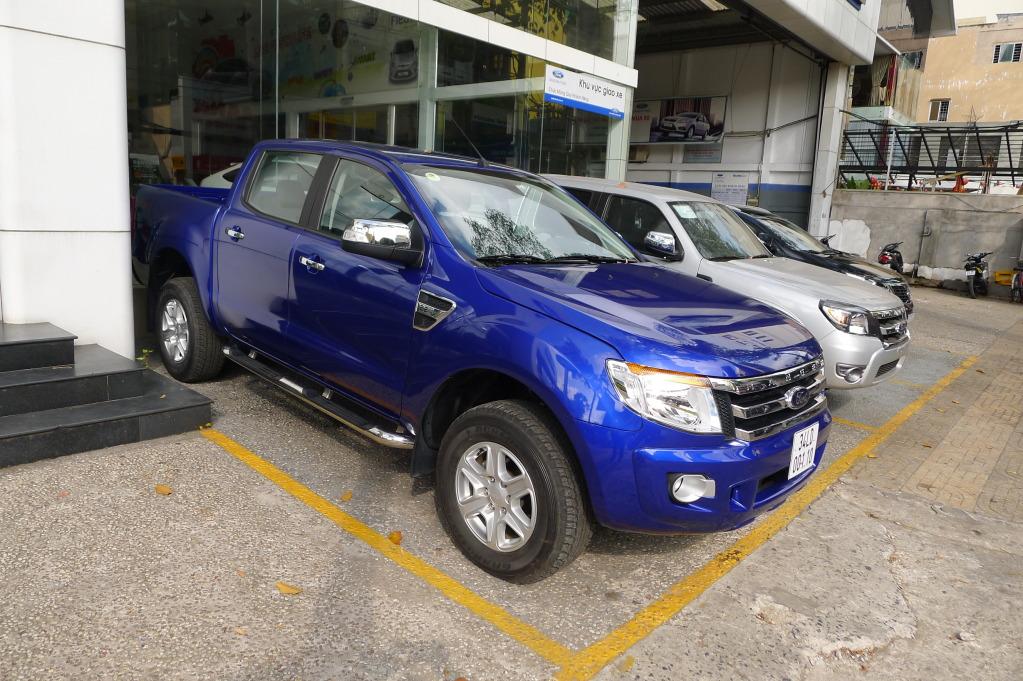 Ford Ranger XLT 2014 màu xanh acura