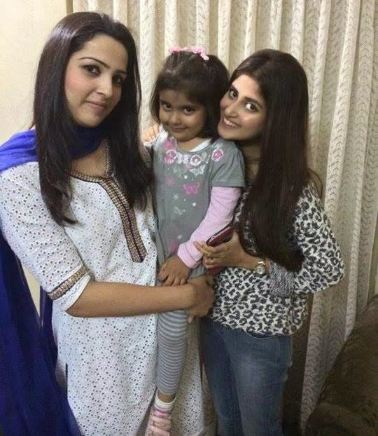 sajal ali with friend and her kid