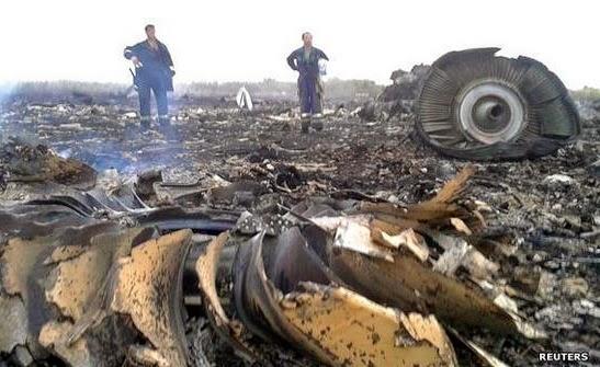 Serpihan Pesawat Malaysia Airlines MH17