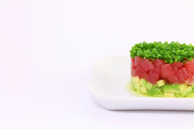 Delicious Tapas: Tuna tartare with avocado & chives #133