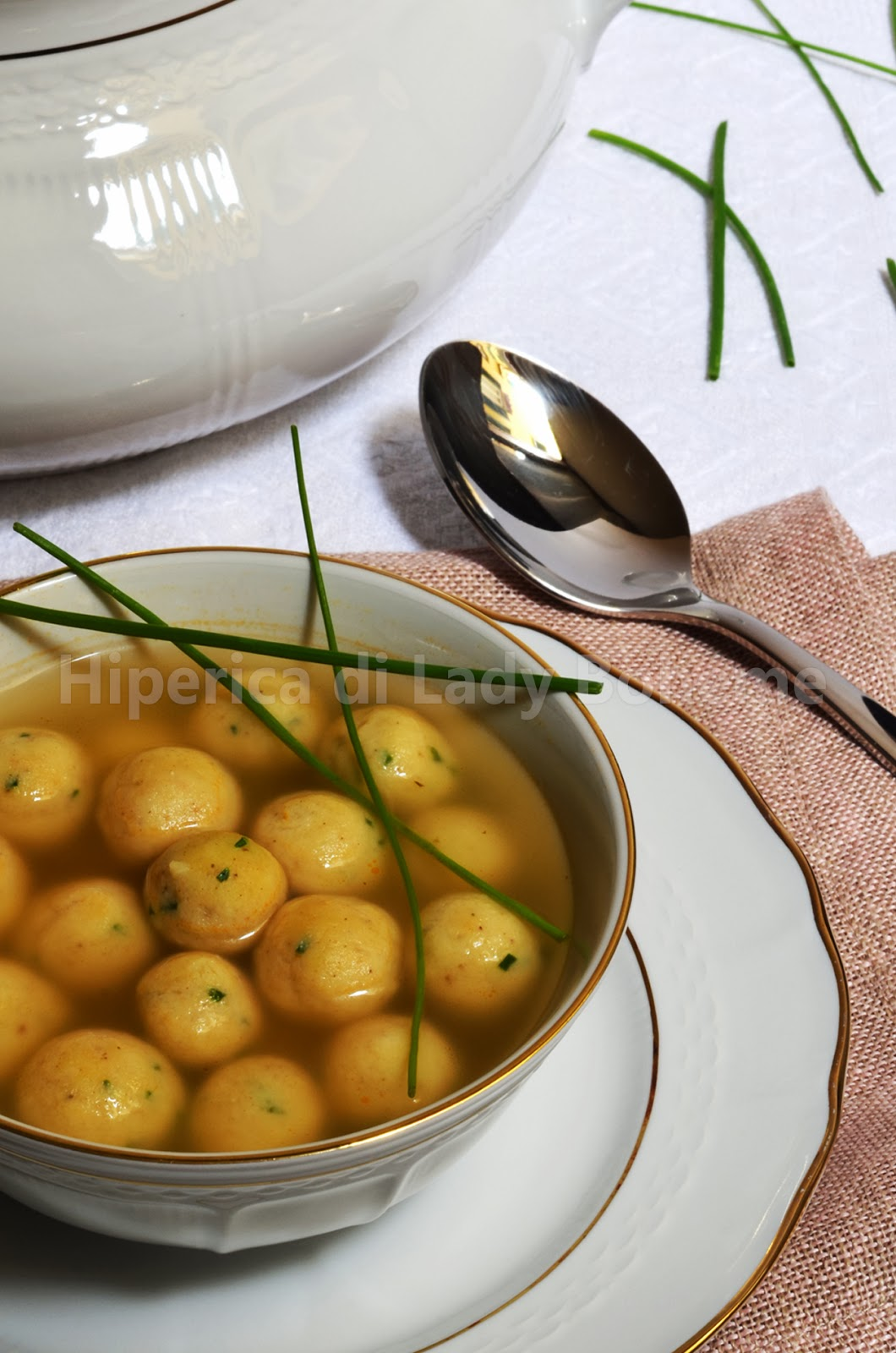hiperica_lady_boheme_blog_cucina_ricette_gustose_facili_veloci_polpettine_in_brodo_con_ricotta_erba_cipollina_2