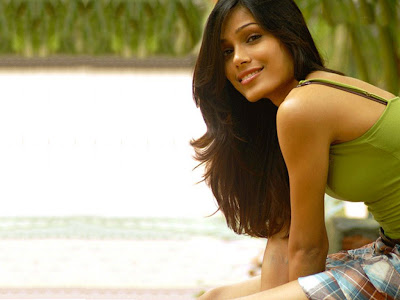 freida-pinto-hot-photo.jpg