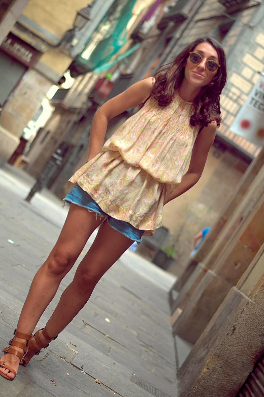vestido zara, shorts levi's, bolso vintage, pulseras, india, sandalias zara, born barcelona