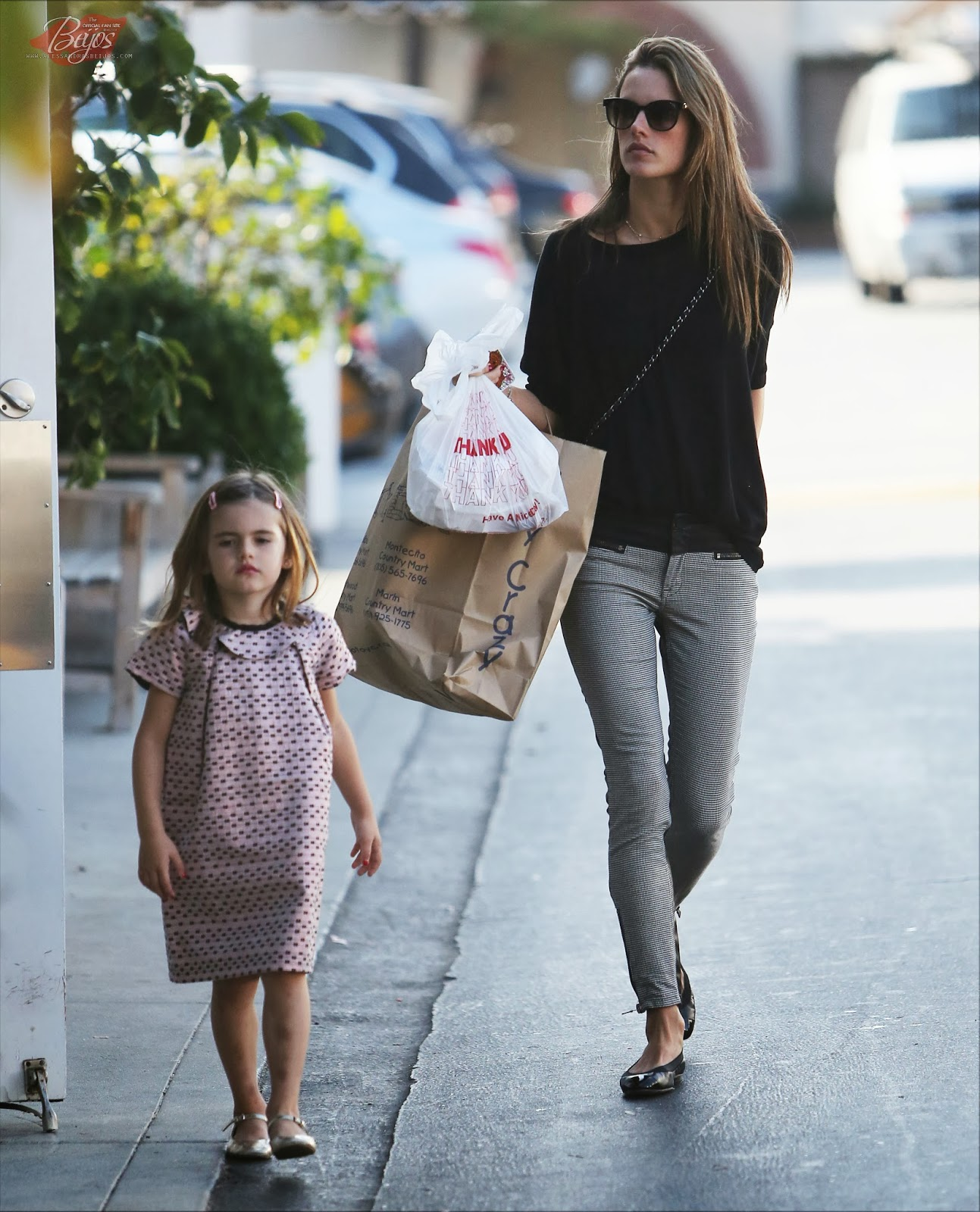 Alessandra Ambrosio and Daughter Anja have lunch in Brentwood, CA ... Alessandra Ambrosio