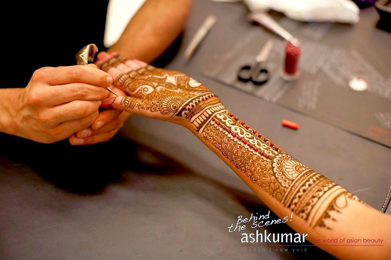 Mehndi Henna By Ash : Long frocks pakistani dresses mehndi designs