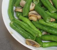 麻油炒洋菇長豆