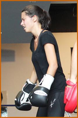 adriana-lima-terli-hali-yorgun-boks-fitness