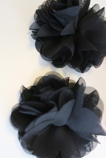 Tulle Flowers to make shoe Clips  for Flip Flops & Sandals from Setting for Four #diy #easy #clip #shoe #flower