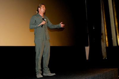 Brad Pitt presentando su nueva película