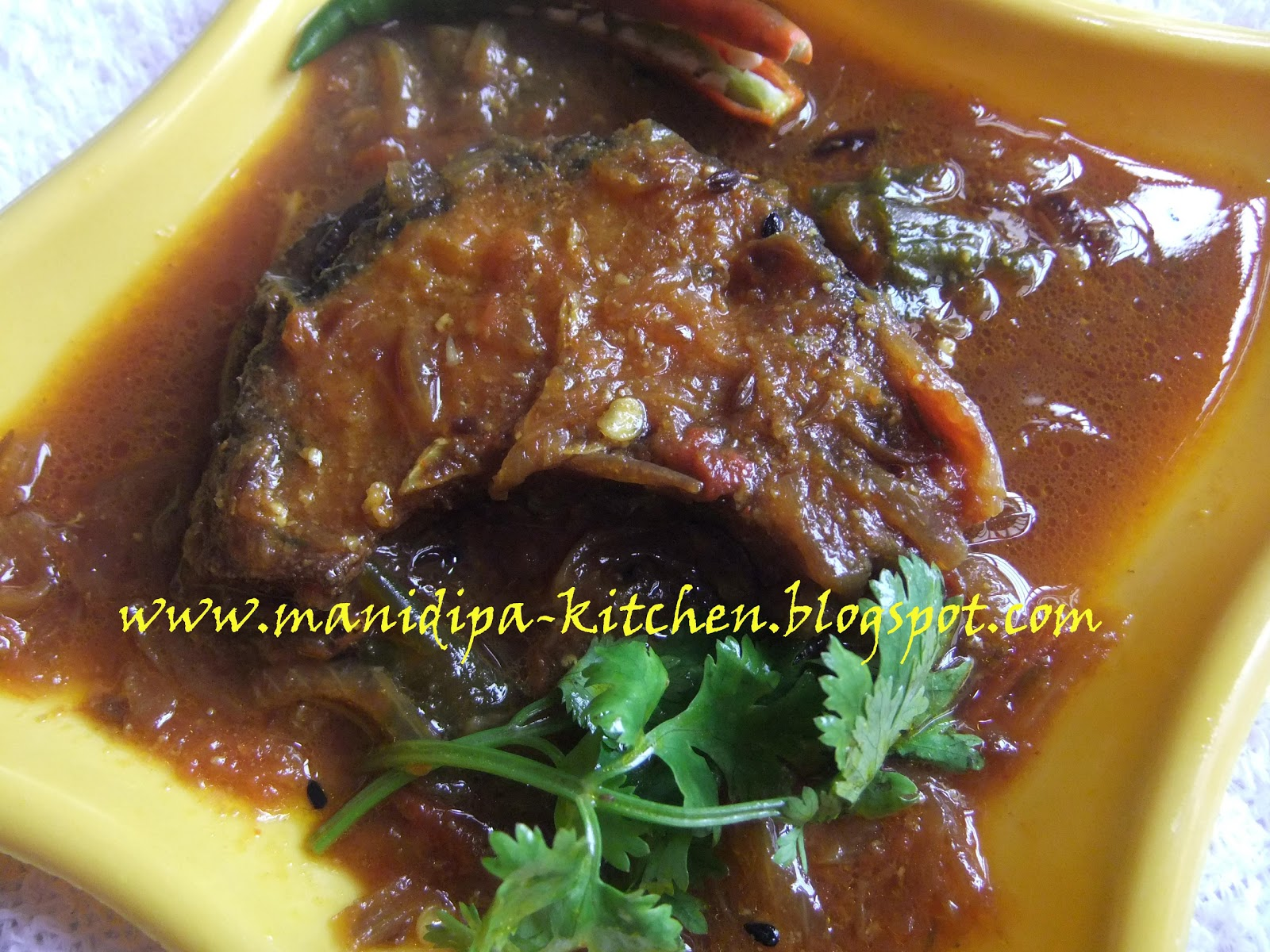 Doi Mach Fish In Curd Gravy