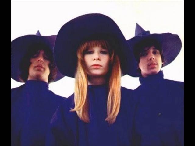 Foto da banda Mutantes, que usava roupas com inspiração nas Bruxas