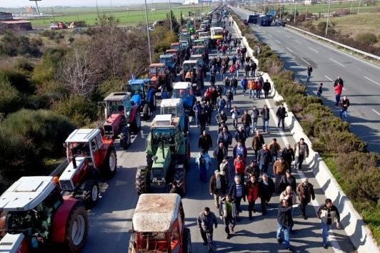 Ανυποχώρητοι αγρότες – Κατεβάζουν τα τρακτέρ στην Αθήνα!