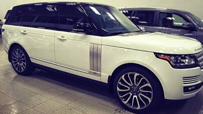 Queen of underwear Ngoc Trinh purchase the most expensive vehicle of Land Rover