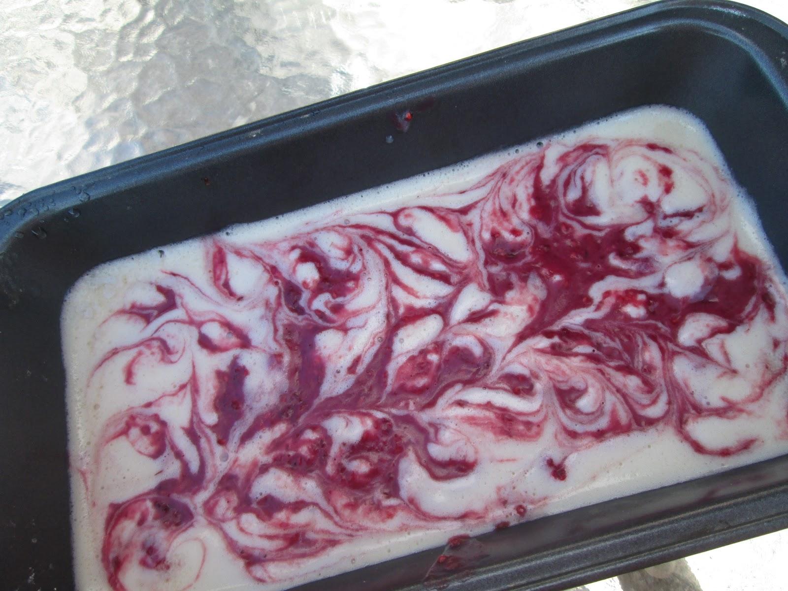 Canela kitchen: White chocolate and raspberry fudge dessert