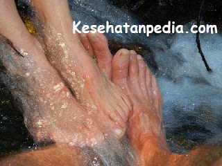 Manfaat mandi air hangat untuk pengobatan tradisional