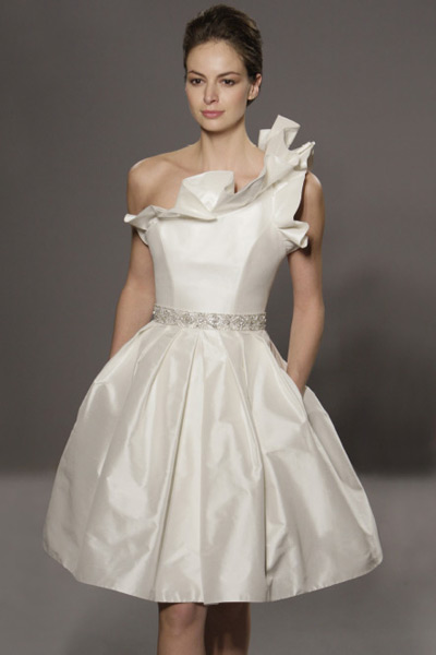 Casual Wedding Ideas on Short Wedding Dresses For Indoor   Wedding Concept