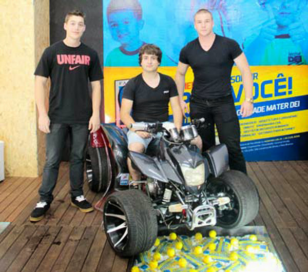 Jovens estudantes criam motor que usa água como combustível