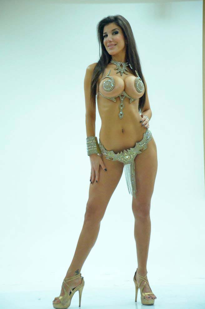 Andrea Rinc N Showing Off Her Tasty Body Almost Nude