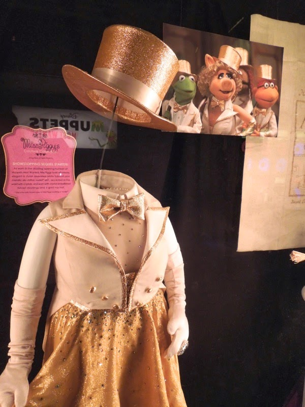 Miss Piggy opening number costume Muppets Most Wanted