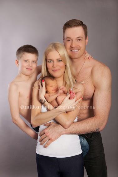 zdjęcia rodzinne, sesja zdjęciowa noworodka, fotografia rodzinna, studio fotograficzne, sesje na chrzciny