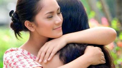 Kado Ulang Tahun untuk Ibu - Pelukan dan Ucapan Ultah untuk Ibu