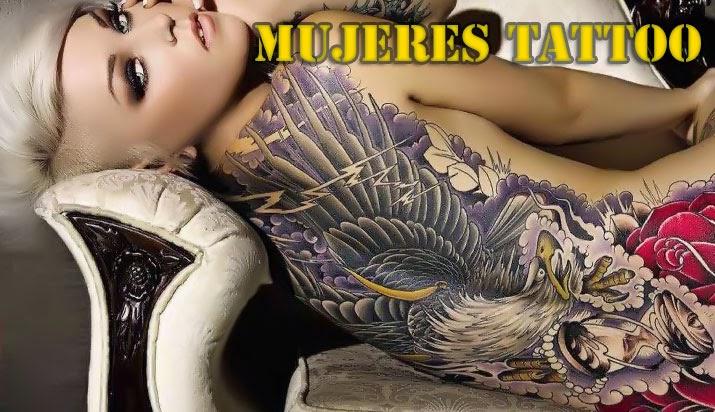 mujeres con tatuajes