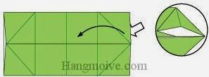 Bước 5: Từ vị trí mũi tên, mở lớp giấy trên cùng ra, kéo và gấp tờ giấy về bên phía trái. Làm tương tự với ba góc còn lại.