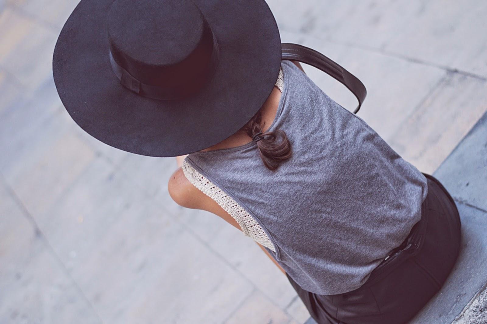 camiseta H&M, top hecho a mano, falda vintage, bolso H&M, sombrero H&M, zapatillas H&M