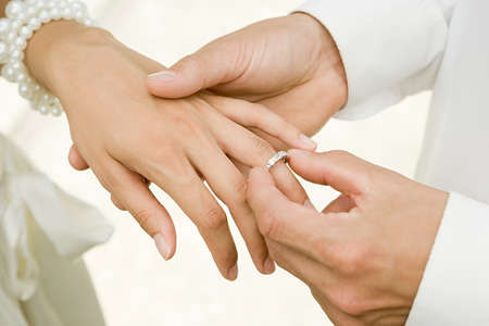 when to stop wearing wedding ring after death of spouse