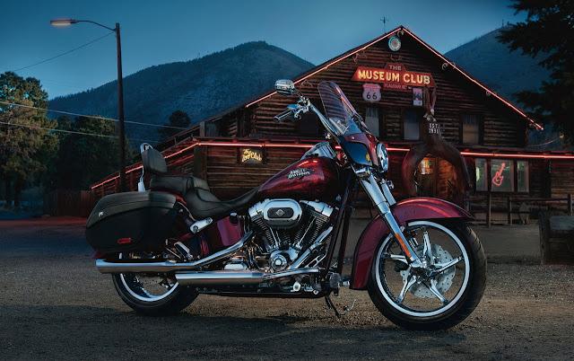 2012_Harley-Davidson_FLSTSE3-CVO_Softail_Convertible