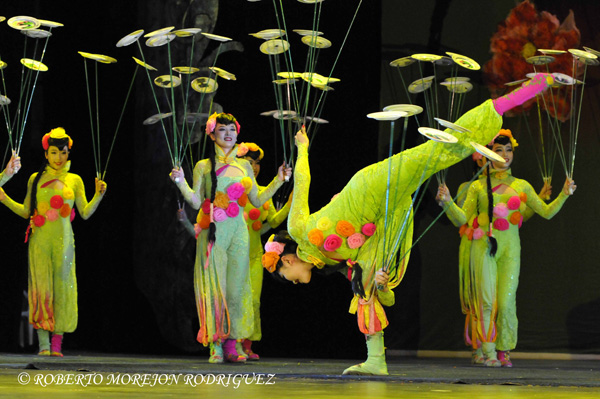 Presentacion del Circo de China en el Teatro Mella