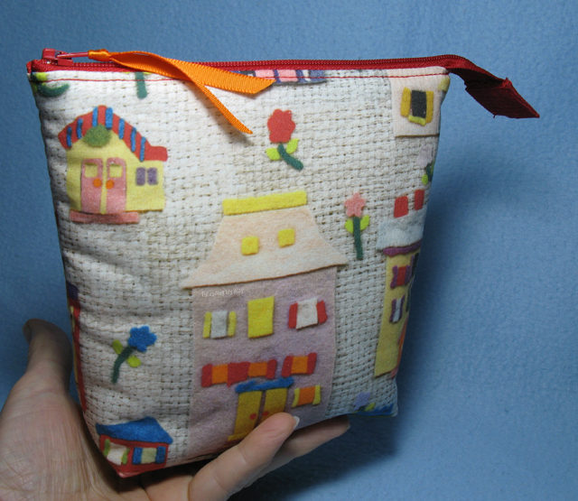 Open Wide Zippered Pouch ~ tutorial by Noodlehead ~ sewn by Threading My Way