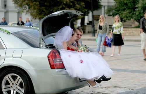 Divertidas fotos revelam cenas inusitadas de Casamento