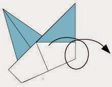 Bước 4: Lật ngược tờ giấy lại.