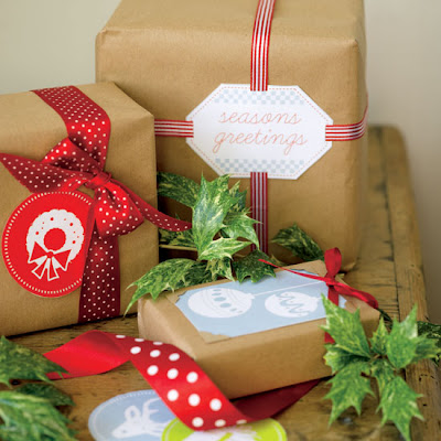 Craft Ideas Christmas Gifts on Gift Bags  Use Buttons  Wool  Strips Of Craft Paper Left Overs With A