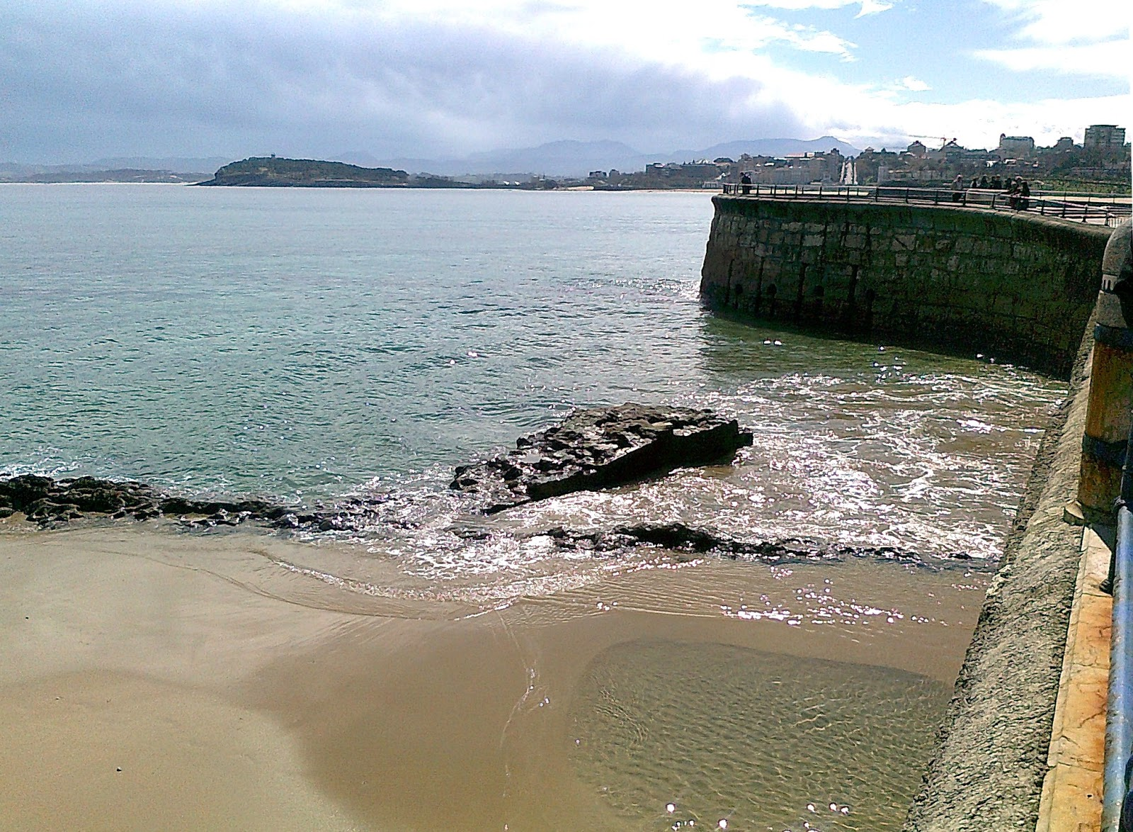 Playas y paseos por la costa rompeolas del chiqui en el sardinero - El chiqui santander ...