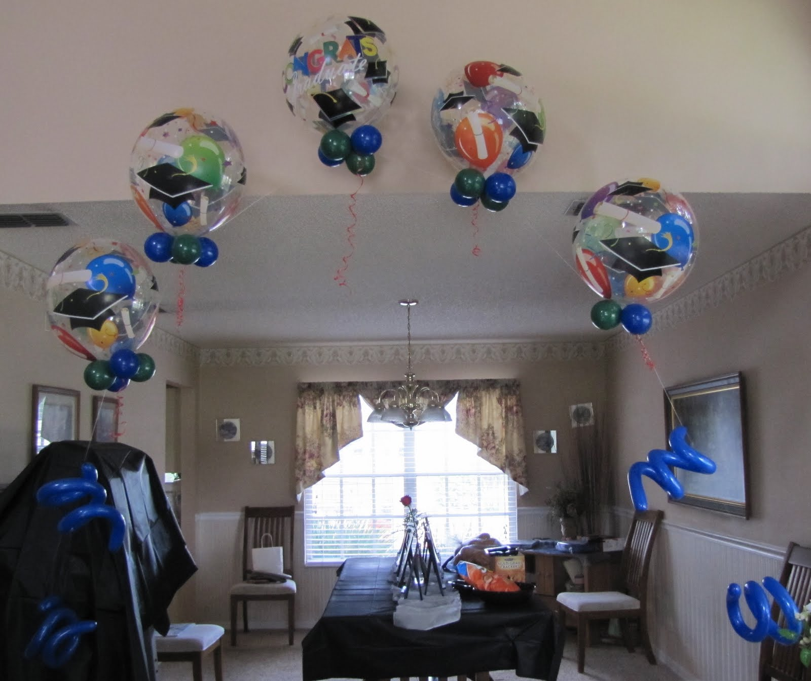 Graduation balloon arches car interior design for Balloon decoration ideas for graduation