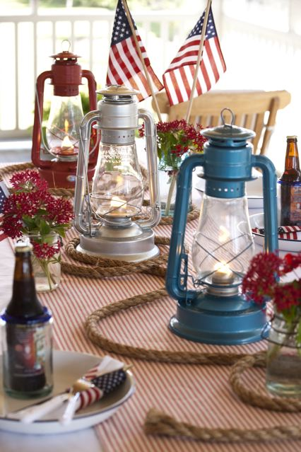 #4thofJuly table setting summer flags