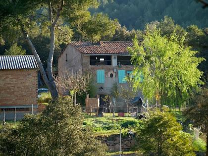 La casa de Cal Flor vista des de ponent