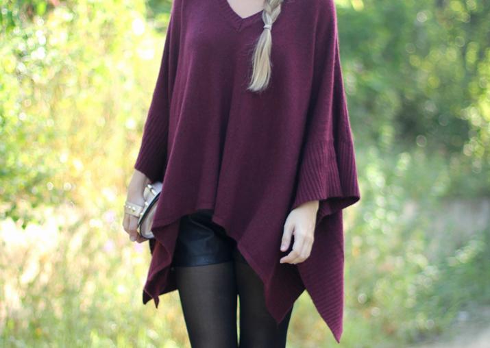 Maxi poncho color burdeos por bloguera de moda