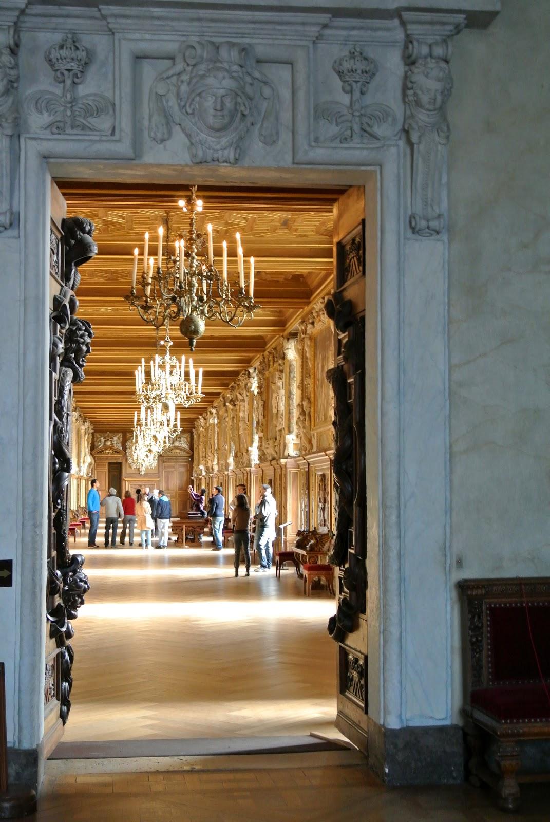 museums markets of paris le ch teau de fontainebleau. Black Bedroom Furniture Sets. Home Design Ideas