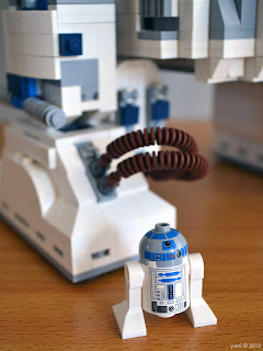 lego r2d2 - he's definitely the mini version... so tiny and cute