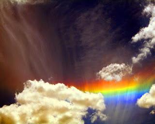 arcoiris entre nubes