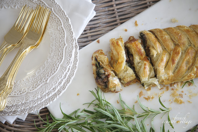 Spinach mushroom pastry with dishes in basket