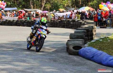 Pebalap Tim Kota Padang Juarai YCR Bangka
