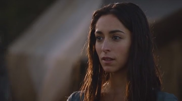 Oona Chaplin – 5 Perfect Questions to Ask on a Date