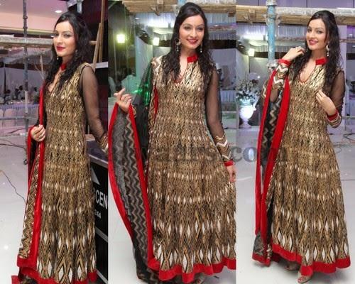 Unati in Gold and Black Salwar